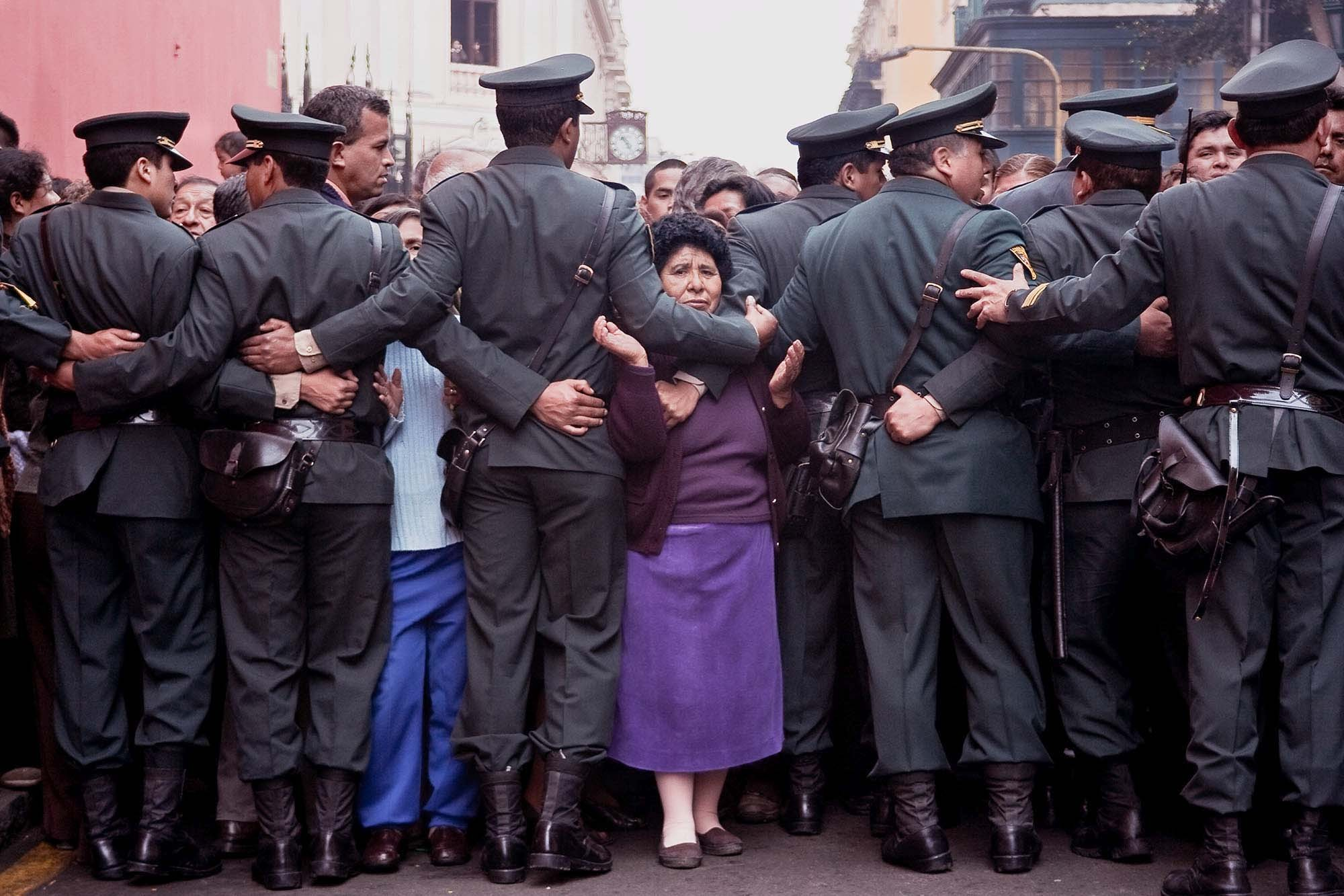 Rezándole al Señor de los Milagros, Lima 2008