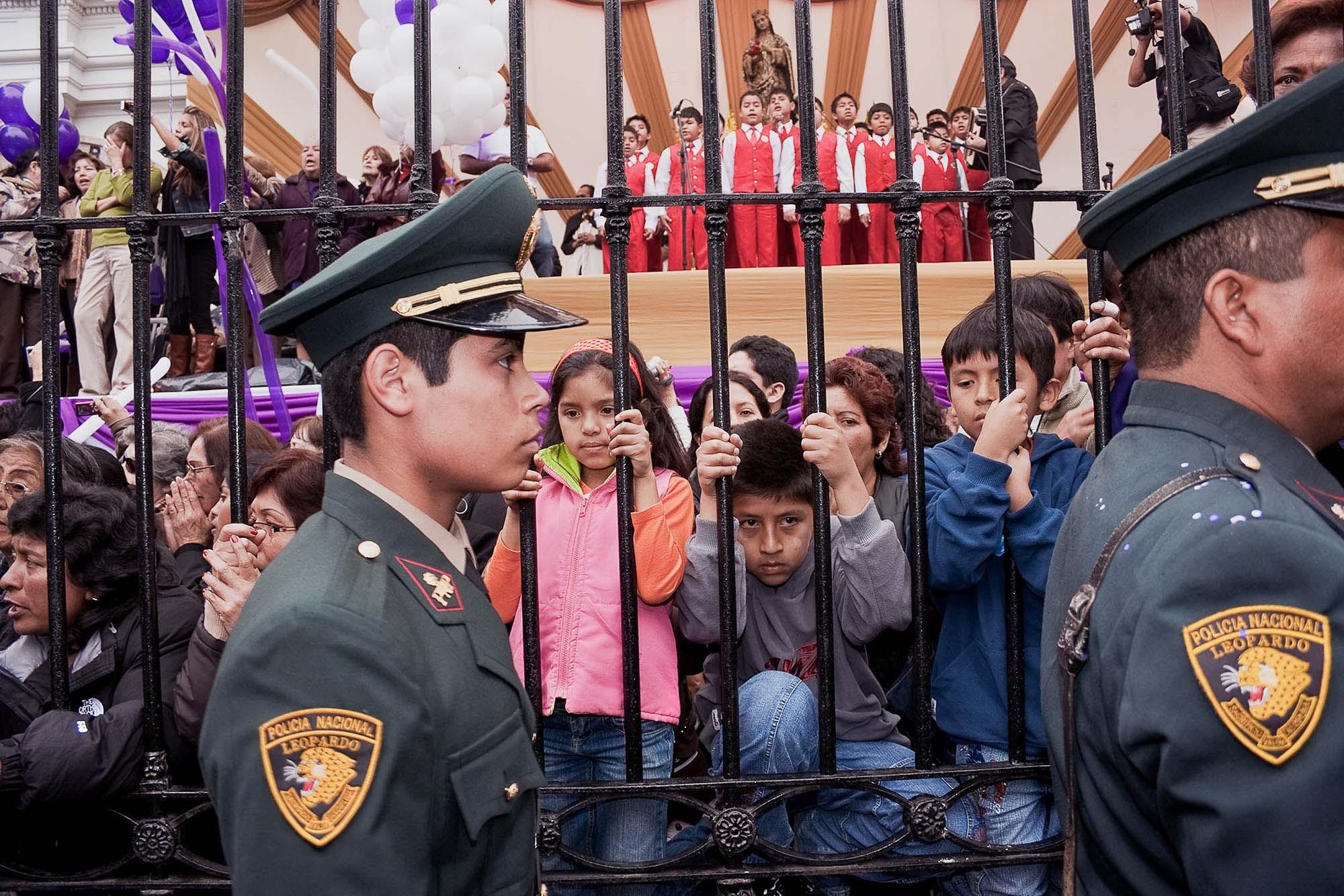El coro de los niños en el Señor de los Milagros, Lima 2008