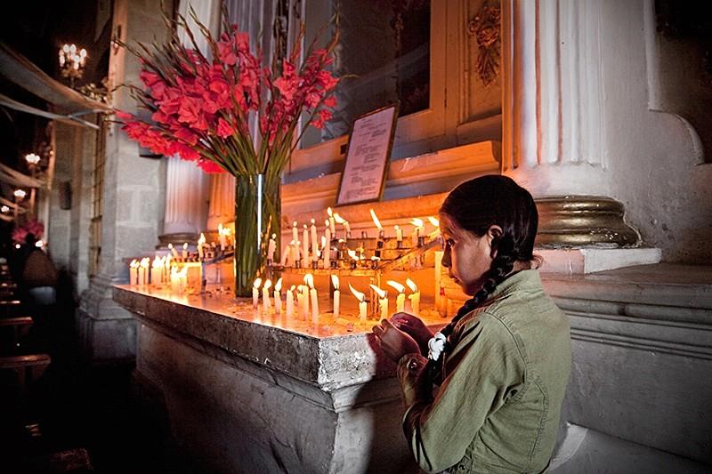 Niña en la Virgen de la Candelaria, Puno 2009