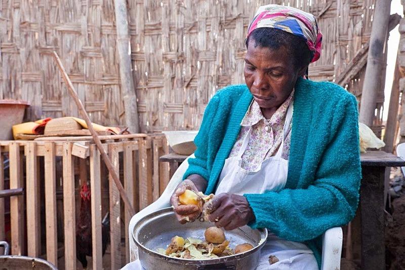 Tía Dominga preparando la carapulcra, El Carmen 2011