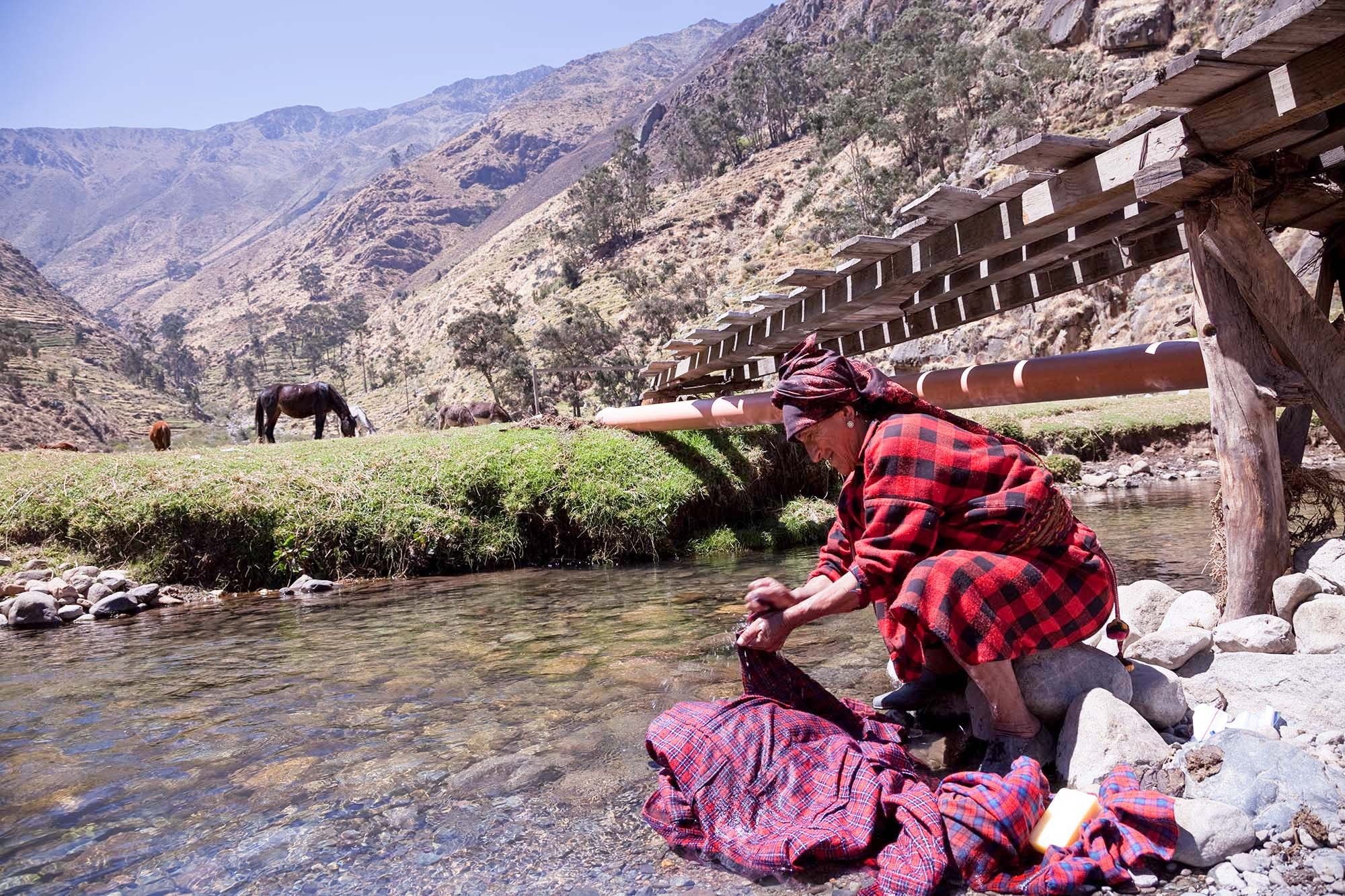 Washing clothes in Cuchapaya.