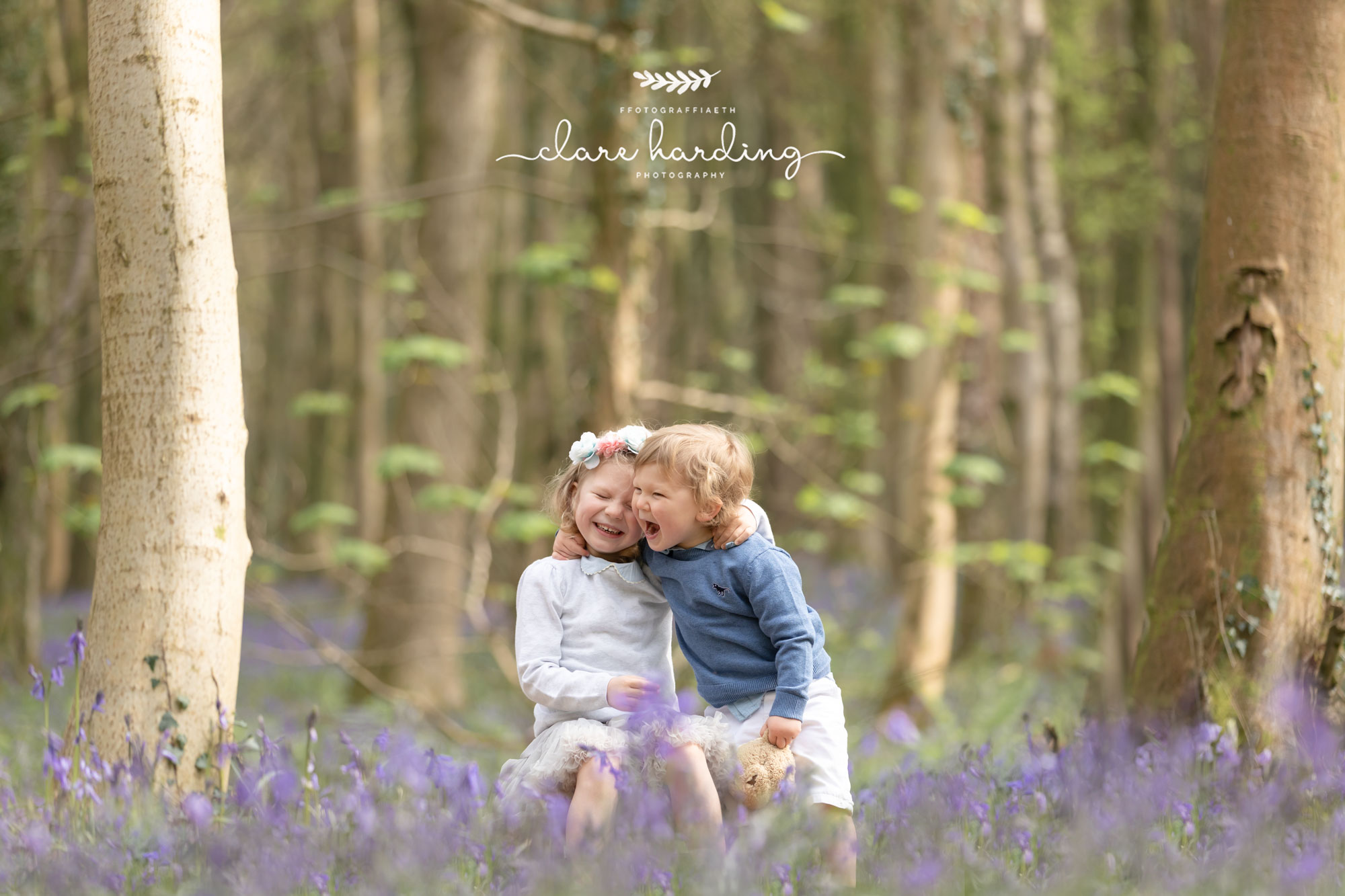 family photographer cardiff vale of glamorgan blubells siblings.jpg