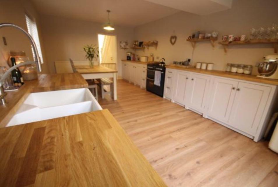 another kitchen, another hidden bin…