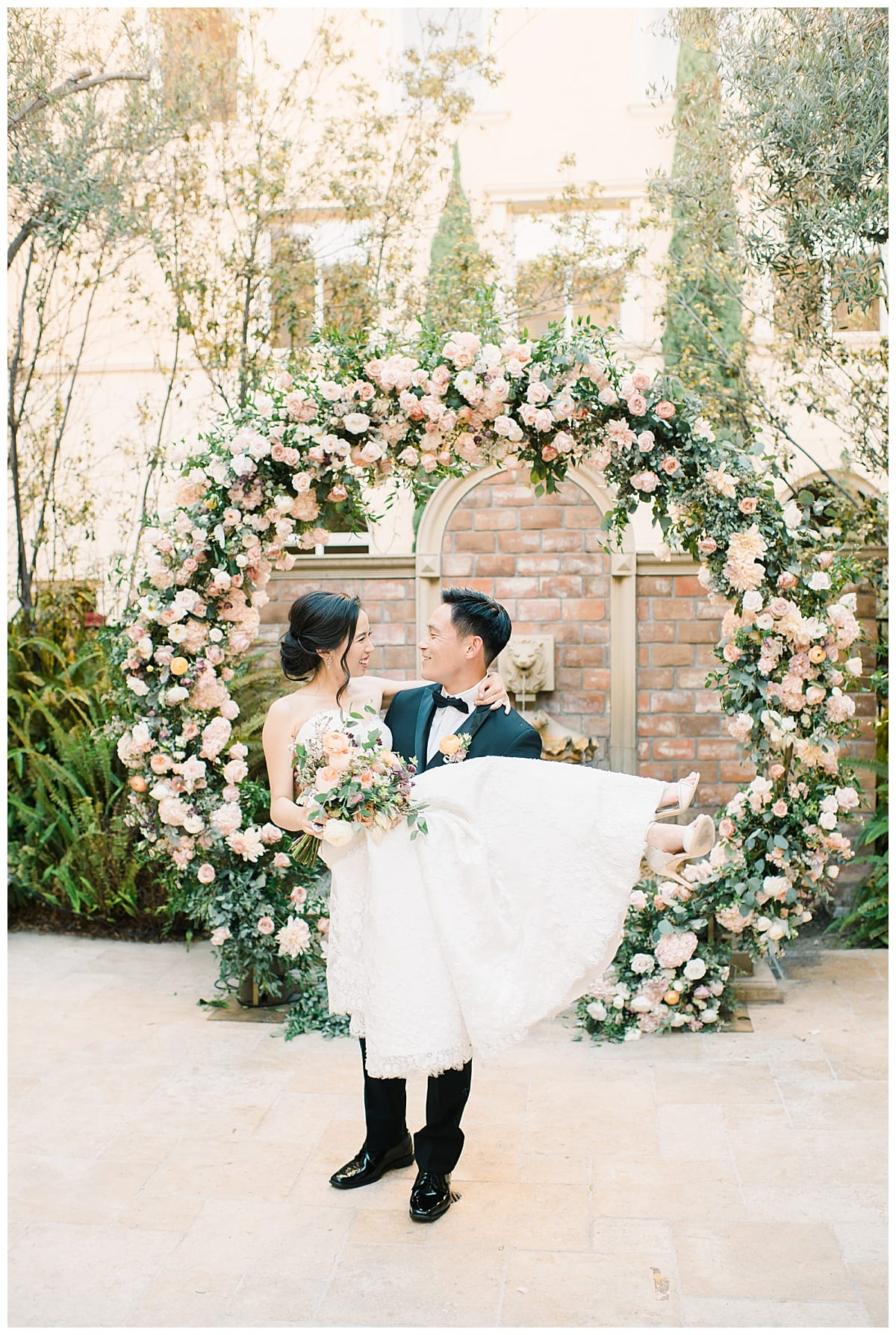 10-ways-to-make-your-wedding-stand-out-Carissa-Woo-Photography_0052.jpg