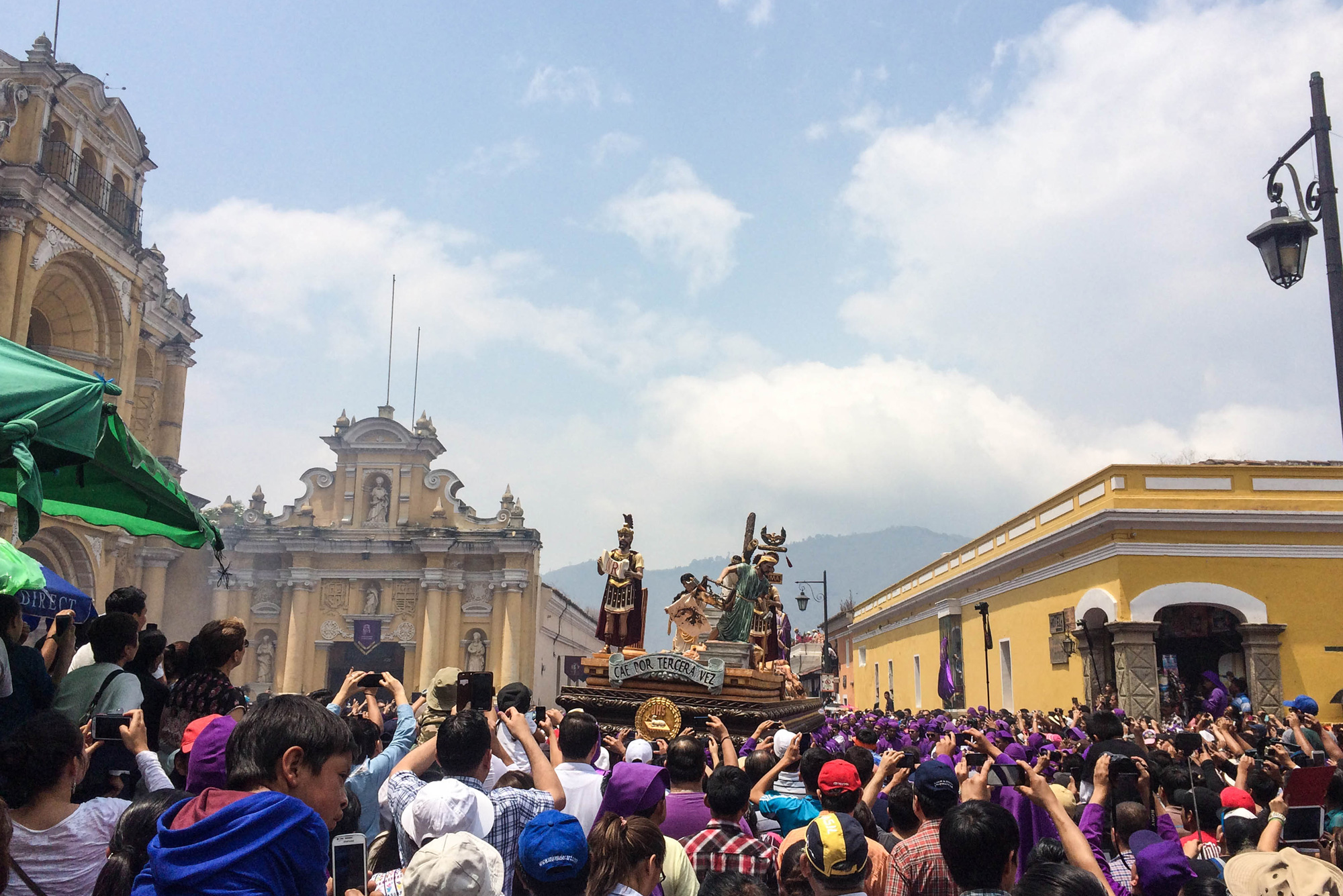 Large andas ( oats) depicting events around the death of Jesus are carried by people through the streets while bands play and church members carry banners and incense. Those carrying the andas walk on the alfombras while other members walk around them.