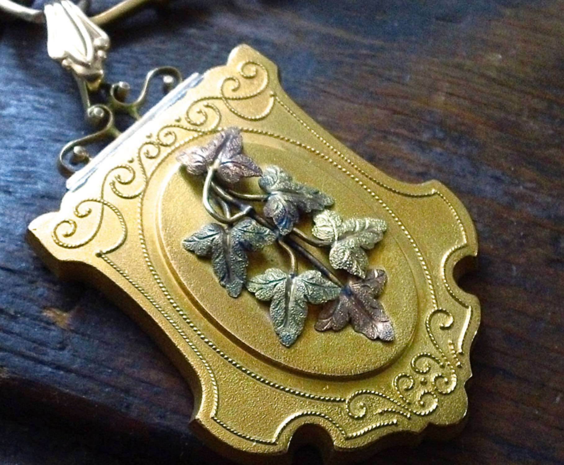 Victorian gold filled pendant. A beautiful sample of Victorian period use of color and texture.