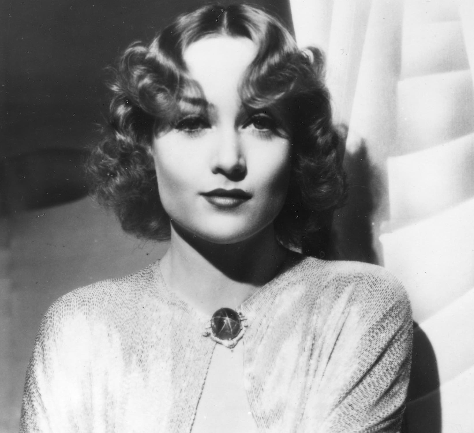 Carole Lombard shown above is wearing her star sapphire and diamond brooch.