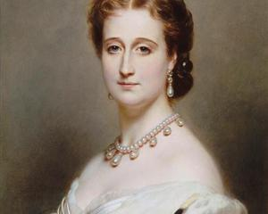 Empress Eugénie wears a magnificent white pearl necklace with matching pendant earrings. Franz Xaver Winterhalter – Portrait of the Empress Eugenie (1826-1920)