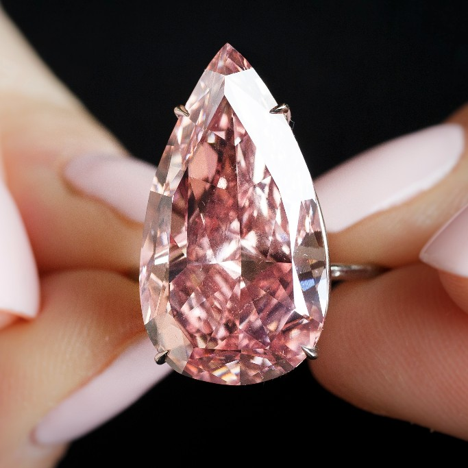 Unique Pink - extremely rare 15.38 carat pear-shaped pink diamond