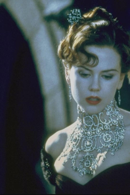 satine-necklace (2).jpg