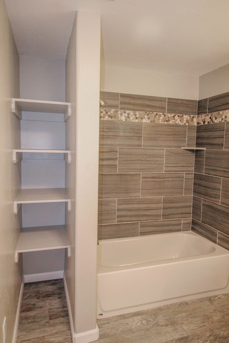 uheightsdownbathroom (1 of 1).jpg