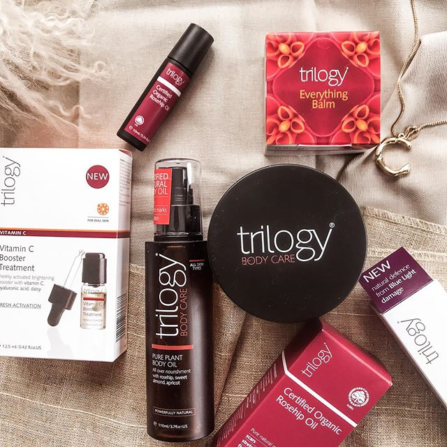 Skin CARE/// One of my favourite brands ever...@trilogyproducts.  Trilogy are: Organic ✔️ Against animal testing ✔️ Non GMO ✔️ Recyclable packaging ✔️ Support ethical trade practices ✔️ (And) a New Zealand Based company ✔️ Their Rosehip oil won the @cosmopolitan beauty awards 2018 (you need this) - amazing for nourishment & repair.  And their NEW Vitamin C Booster Treatment is an intense 2 week brightening treatment with a 6% high potency natural Vit C - an antioxidant brilliant for renewal, skin tone and brightness (I am seriously addicted)  And - their whole team is amazing. And I love supporting people like that (& people who support me)  #trilogyskincare #rosehipoil #newzealandblogger #skincare #naturalbeauty #vitamincserum #antiageing #auckland #newzealand