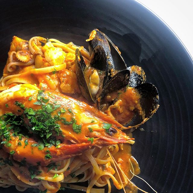 When the weather cools down, the kitchen heats up. 🔥🍝 . Linguine al Scoglio available every day on our lunch menu and weekends for dinner 🦐