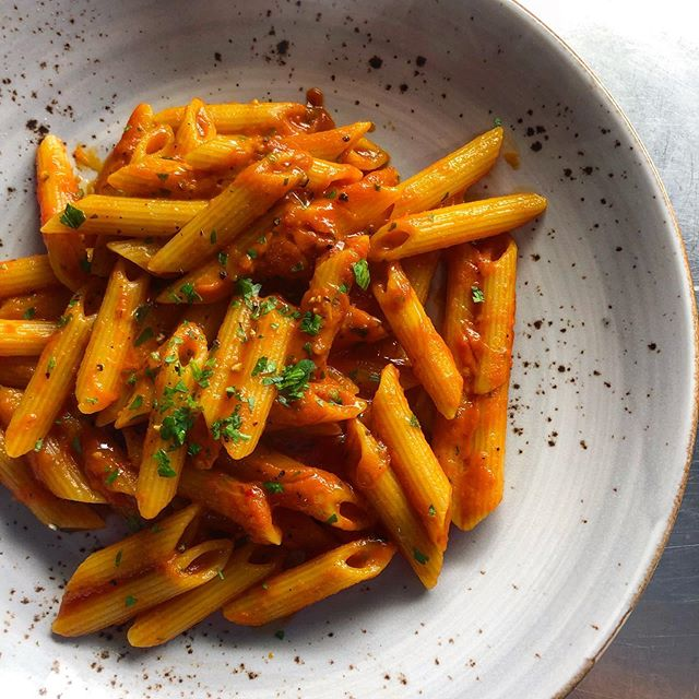 The key to Italian food? Keep it simple! 🇮🇹 . Penne all'arrabiata , available weekday lunches with a glass of wine for only $19 🍷