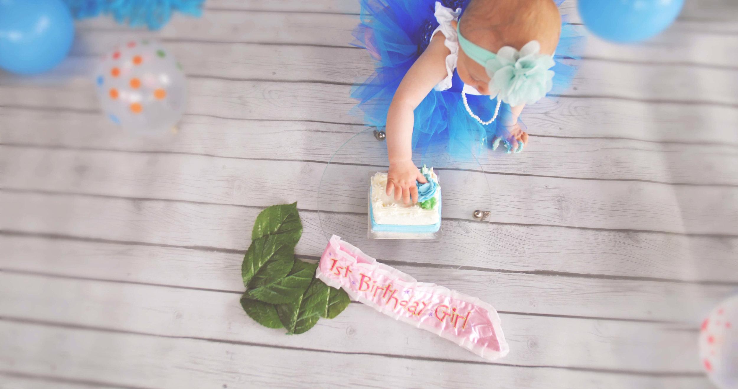 Teal blue cakesmash.jpg