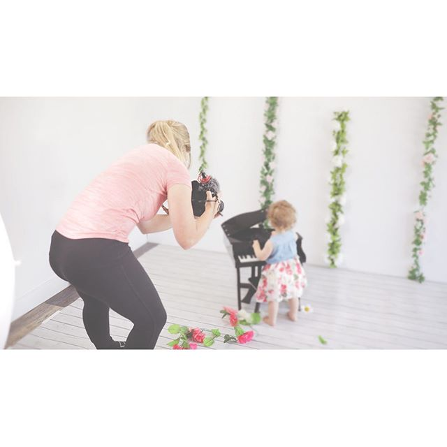[ BTS ] cake smash photos with a twist, cake smash film! Get 1-2 min film and 10 video stills. #cakesmashphotography