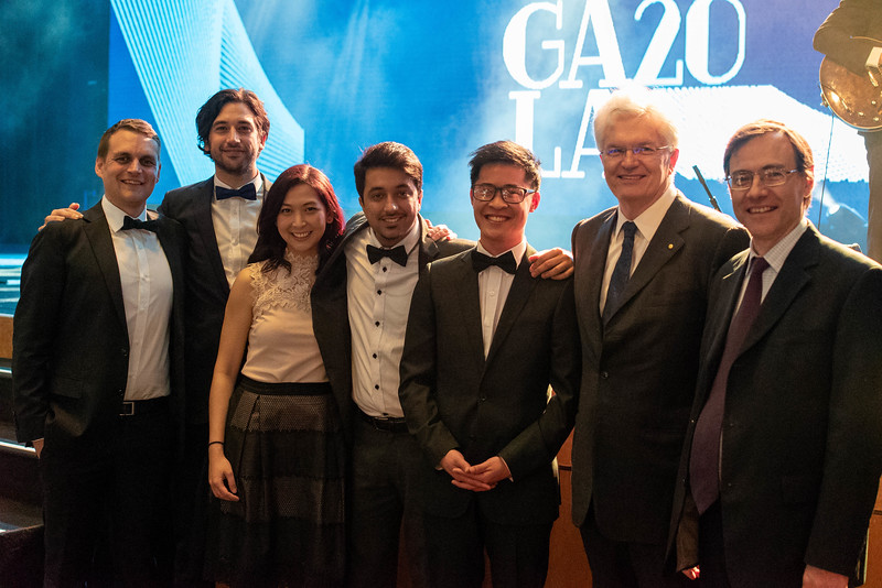 Team Navi celebrating at the Melbourne Entrepreneurship Gala with University of Melbourne VC Glyn Davies. Pictured from left to right: Alex Newton, Brad Bergmann, Wei Sue, Mubin Yousuf, Shing Sheung, Glyn Davis, Prof. David Grayden