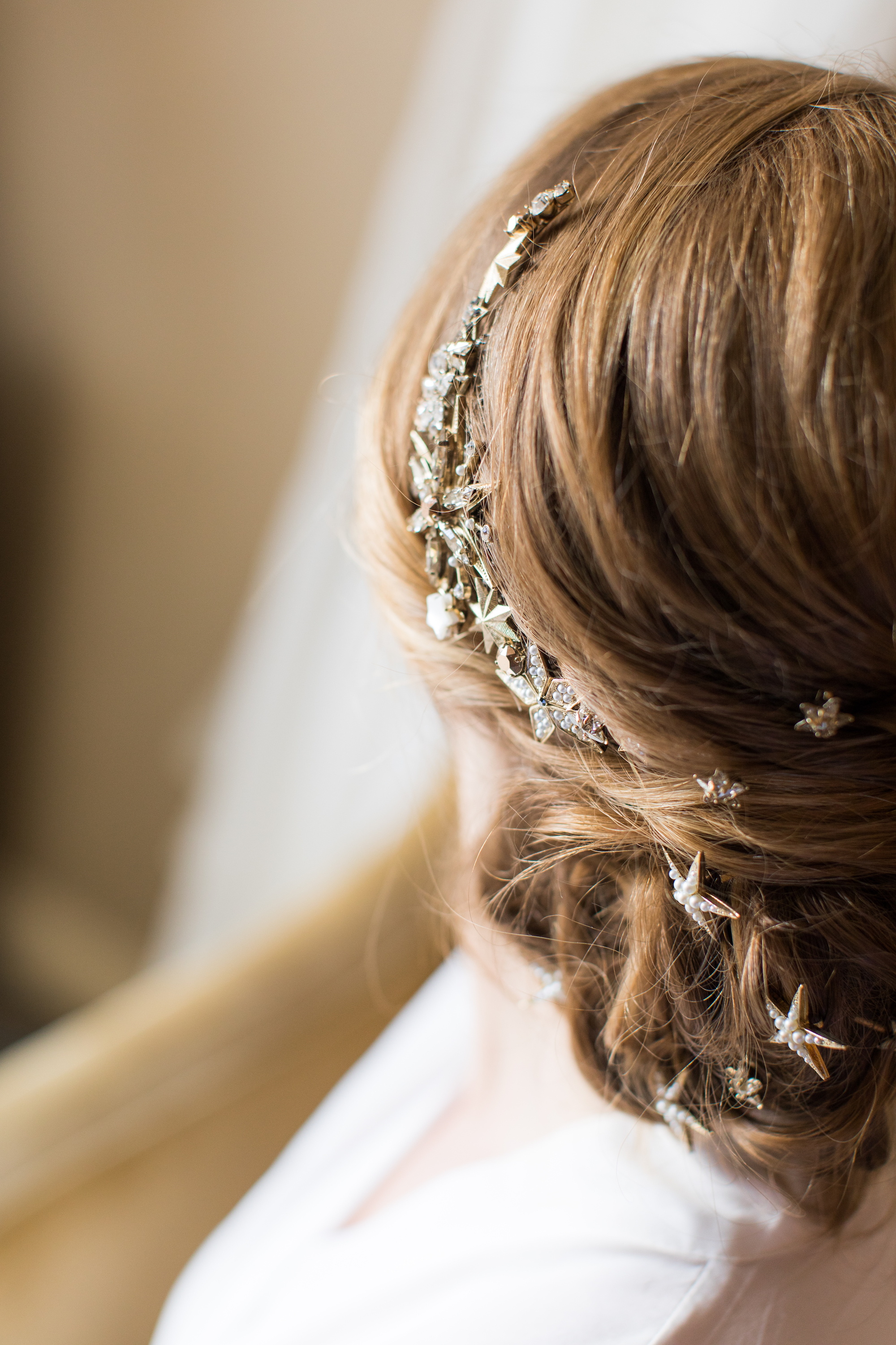 A lace gown and Tilly Thomas Lux hair accessories for a South Carolina wedding