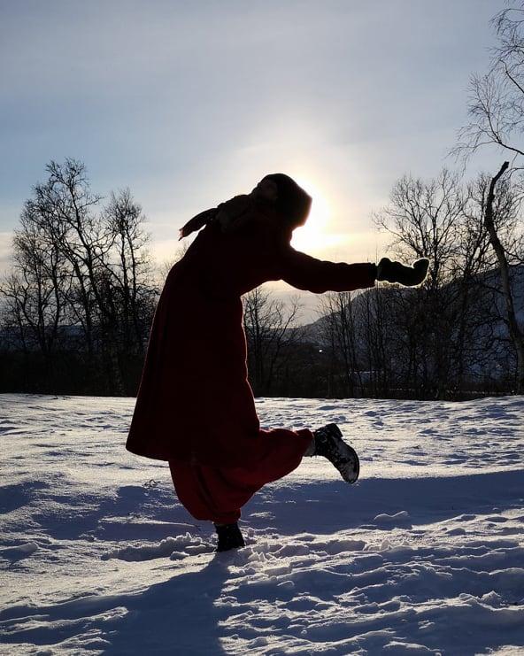 Extatisk dans - Extatisk dans är ett sätt att få kontakt med sin kropp och sitt inre på en och samma gång. Du bestämmer själv hur djupt du vill dyka in i dig själv. Med hjälp av en trygg miljö, vägledande övningar i början och slutet av dansen sätter vi utrymmet för att du skall göra en inre resa på dansgolvet till häftig musik. Samtidigt släpper du loss massa hälsosamma endorfiner som hjälper dig att hålla dig frisk och glad. Här får du röra dig precis som du vill, tillsammans med andra eller helt i dig själv. Här respekterar vi varandra och tar hänsyn till var och ens personliga utrymme. Vi träffas 15 Mars på Reenstiernagatan 14b i Kiruna mellan kl 18.30-20.30. Pris 200krVi som håller utrymmet är IrmaWennerstrand(Systerkraft) och ElisabethHeilmann BlindIrma Wennerstrand är skaparen av företaget Systerkraft. Där jobbar hon med kvinnocirklar, massageterapi och självutveckling för individen och gruppen. I sitt arbete tar hon hjälp av naturen, sina livserfarenheter, studier och yogabakgrund för att hitta det som just du behöver.Elisabeth Heilmann Blind är aktrisen och dansösen som andas och lever dans. Hon arbetar med diverse konstprojekt, frigörande dans och grönländsk maskdans.Boka en plats nu påhttps://www.supersaas.se/schedule/RoYogastudio/bokayoga0730559750 eller på irma@systerkraft.com