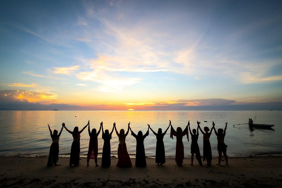 Systerstugan - Kvinnocirkel; samtal, yoga, meditation, ritualer, dans och självutveckling för kvinnor
