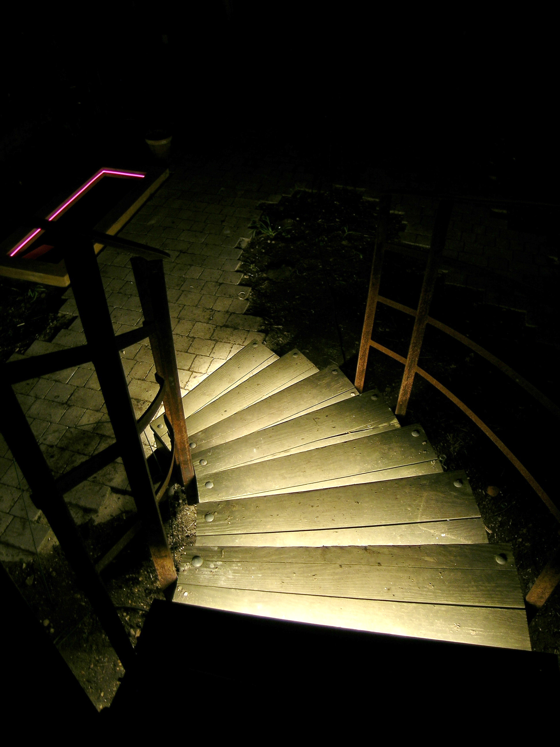 eleanor-bell-garden-lighting-staircase.jpg