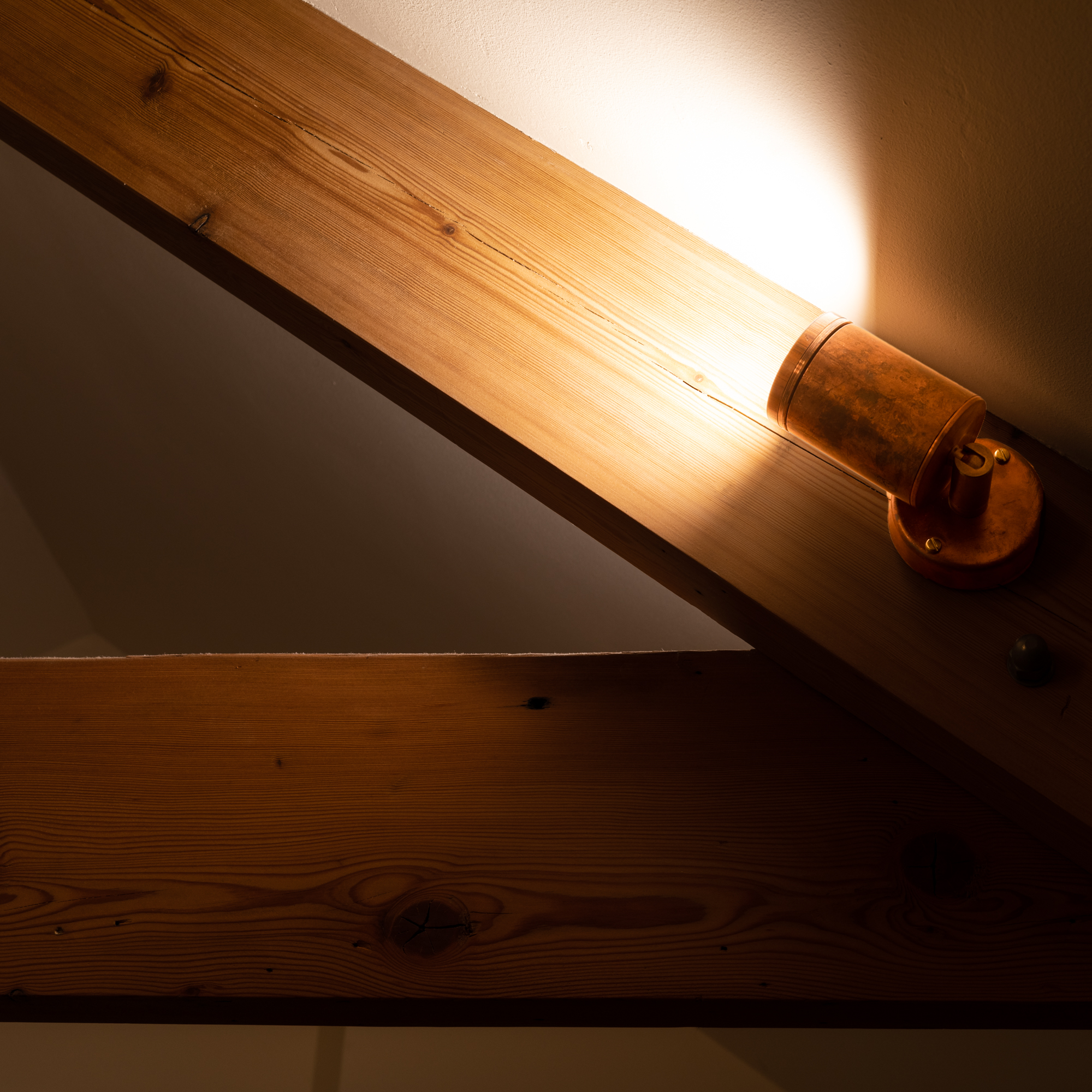eleanor-bell-resdiential-lighting-cornwall-beam-uplight.jpg