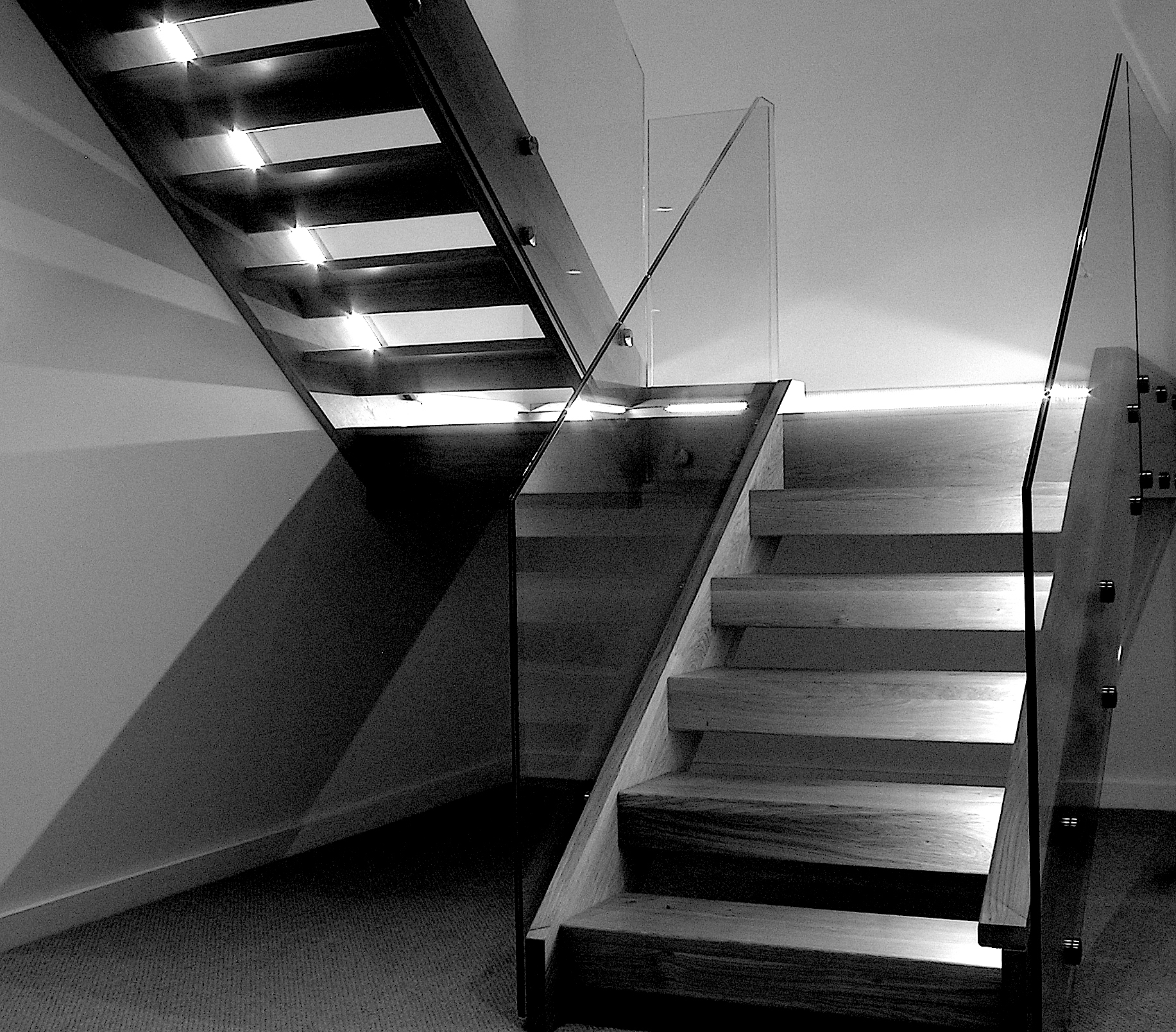 eleanor-bell-residential-lighting-riverside-home-open-staircase.jpg