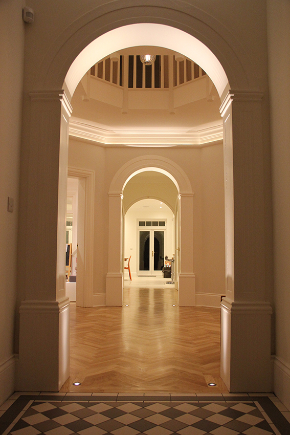 eleanor-bell-residential-lighting-london-hallway.jpg