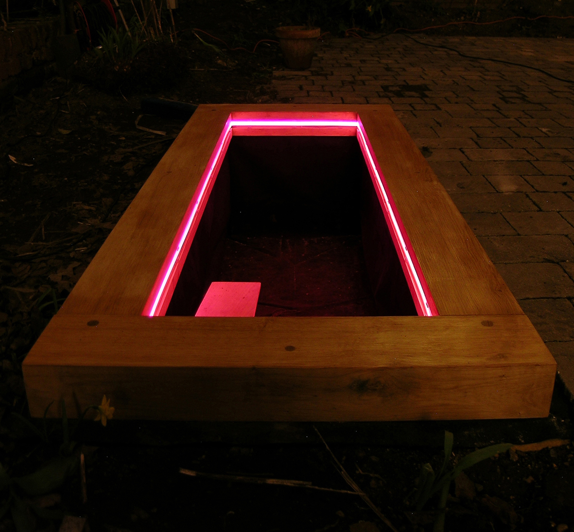 eleanor-bell-garden-lighting-pond-light.jpg