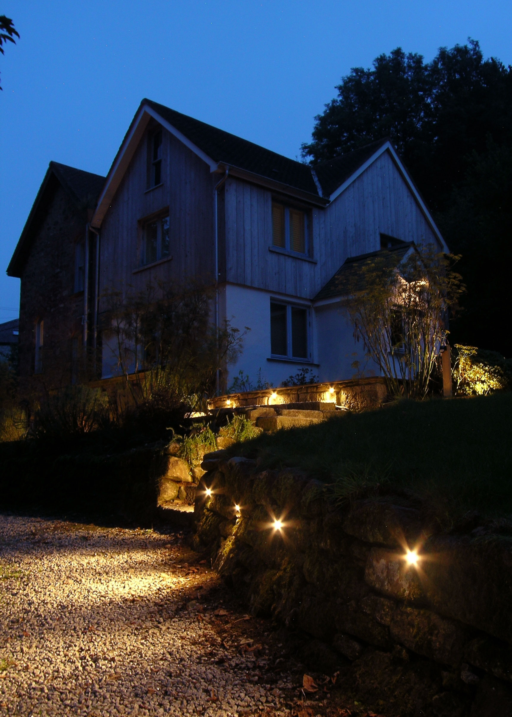 eleanor-bell-garden-lighting-led-driveway-lights.jpg