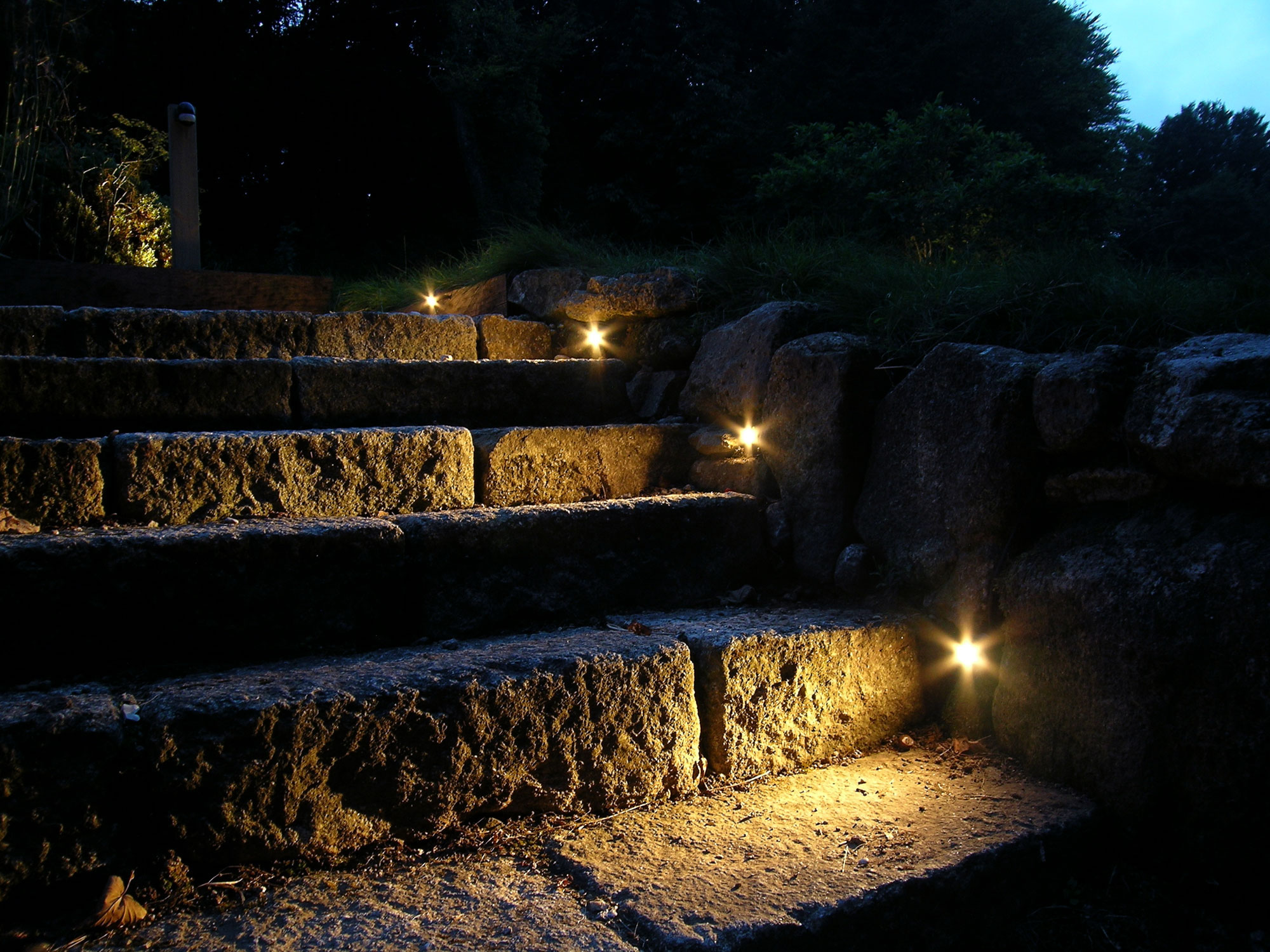 eleanor-bell-garden-lighting-led-step-lights.jpg