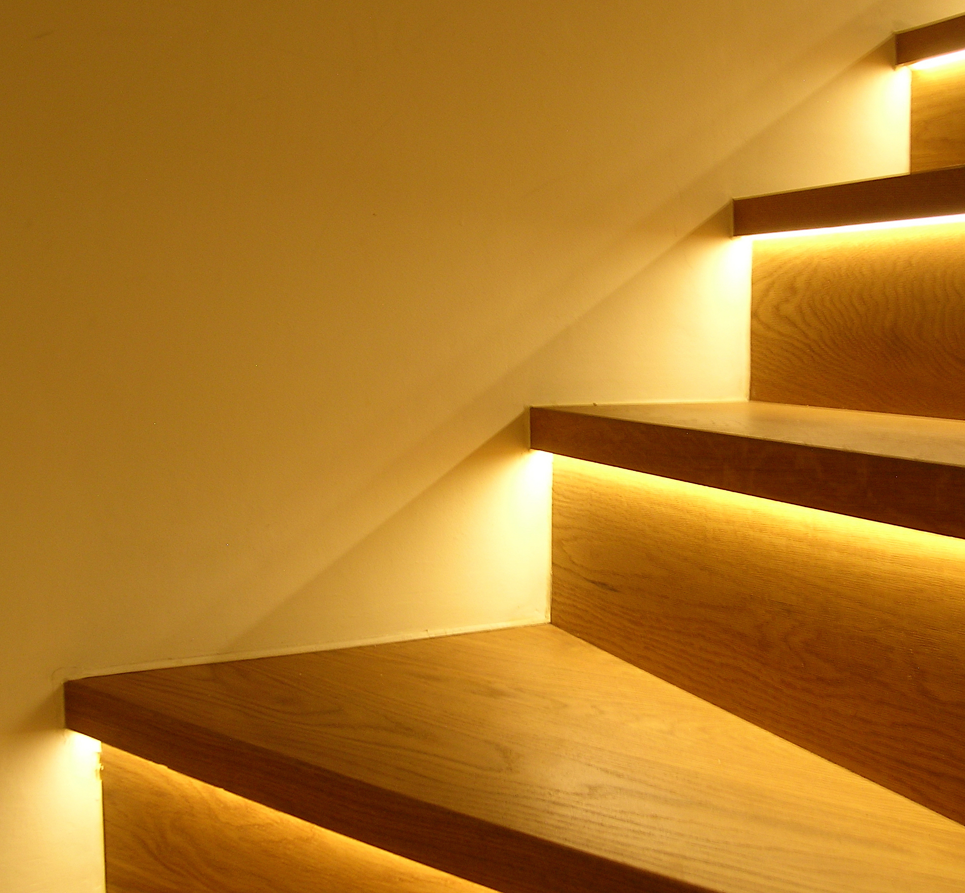 eleanor-bell-resdiential-lighting-cornwall-staircase.jpg