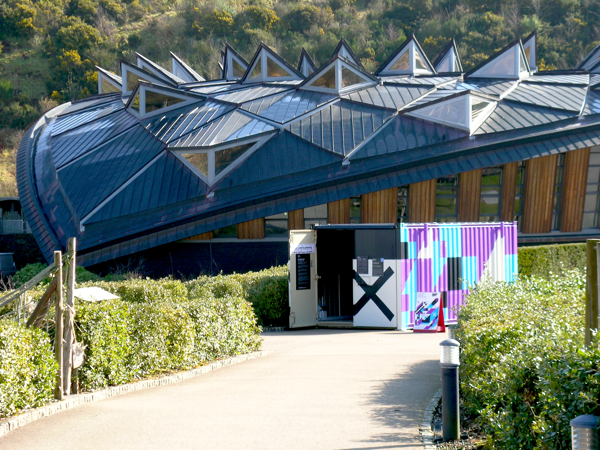 eleanor-bell-light-artist-eden-project-wave-hub-shipping-container.jpg