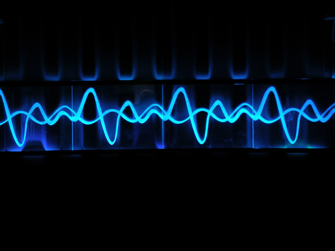 eleanor-bell-light-artist-eden-project-wave-hub-light-and-sound-installation.jpg
