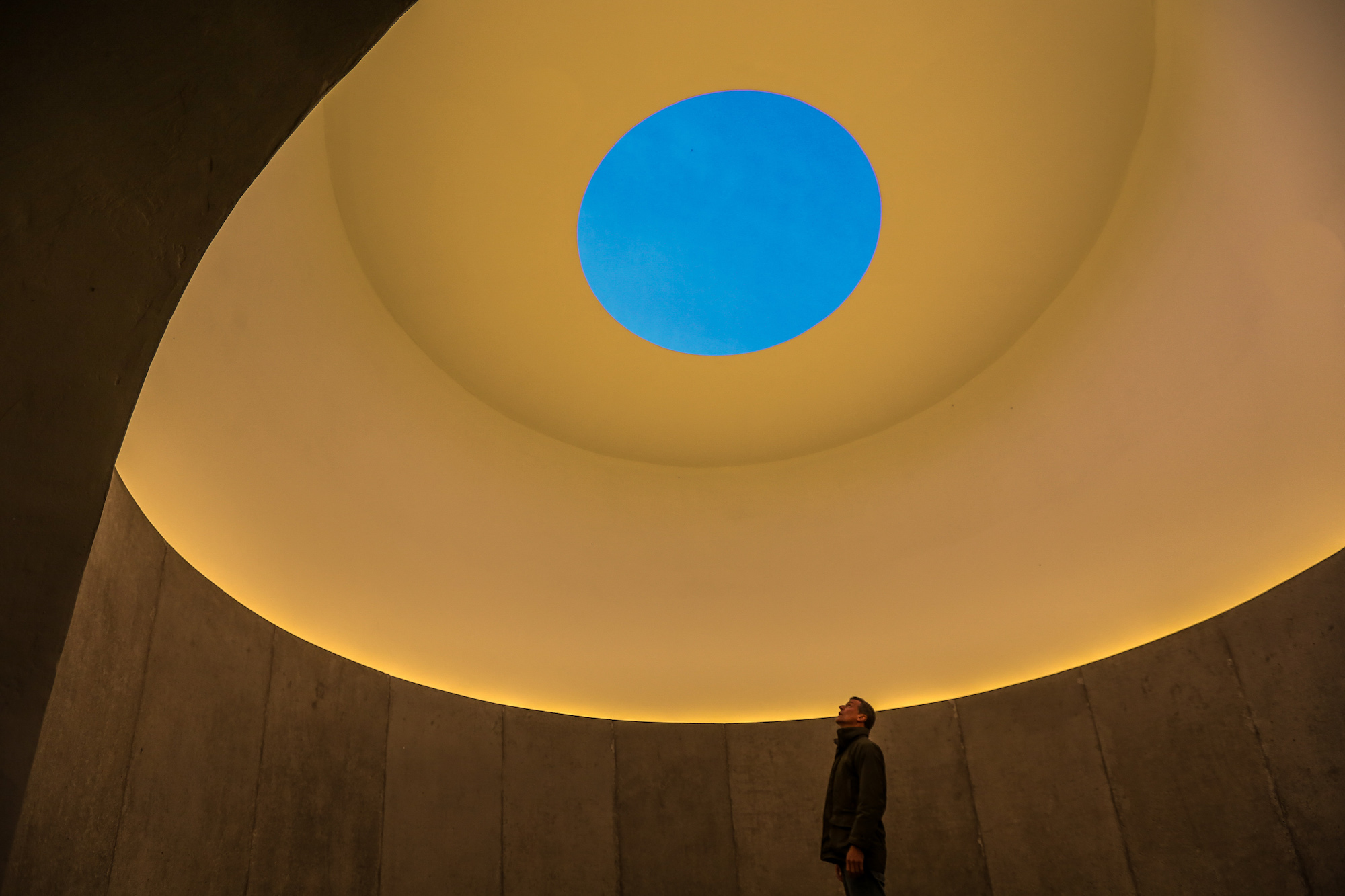 eleanor-bell-light-art-james-turrell-skyspace-lighting