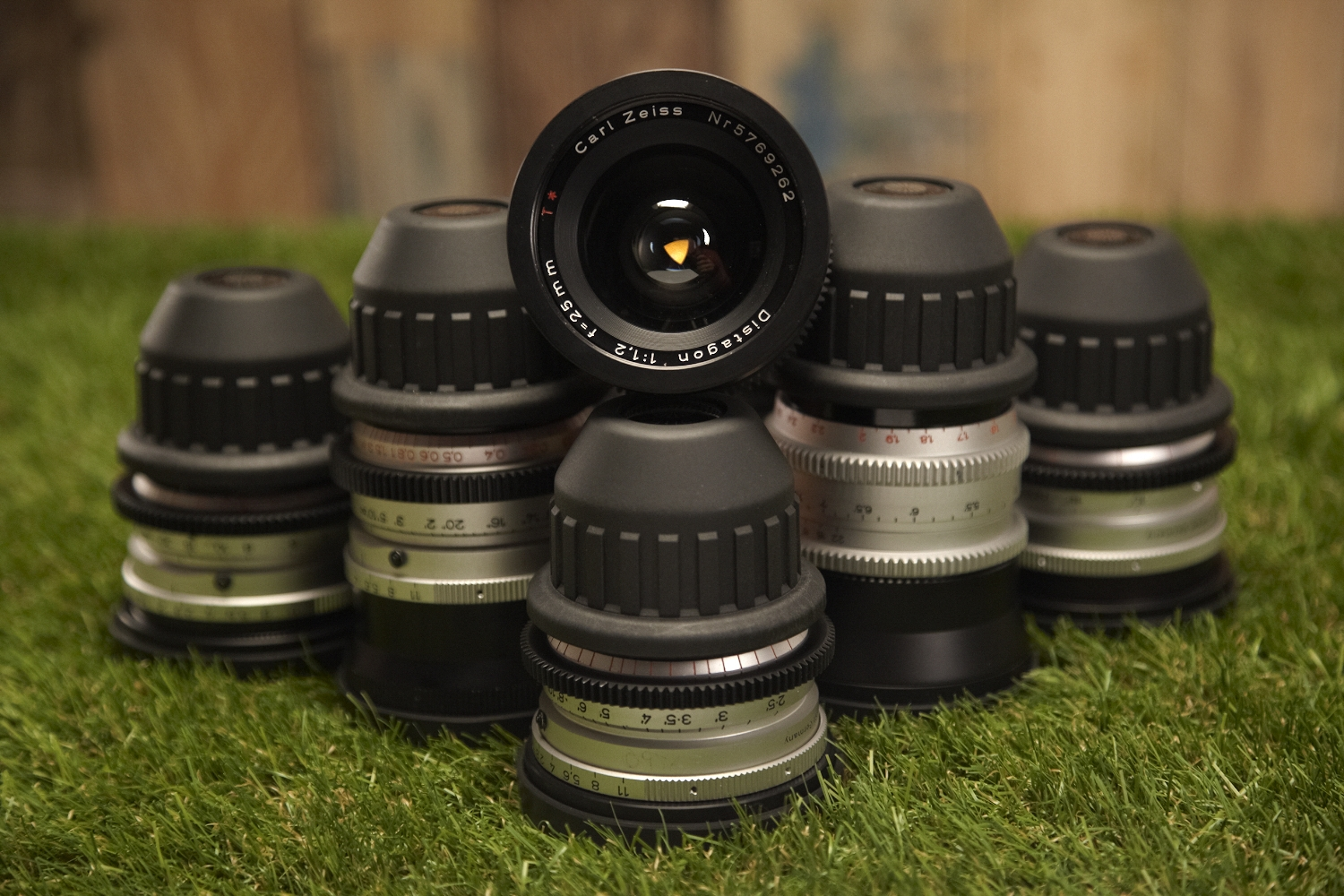 Zeiss B-Speeds MKI T1.3. UNCOATED.    18mm  CF 0,25m -  25mm  CF 0,25m -  35mm  CF 0,35m -  50mm  CF 0,7m -  85mm  CF 1m  The set is supplementet by a  135mm  CF 1,5m Zeiss Standard T2.1. Also uncoated.  All 6 lenses have been through an uncoating process giving them a special character and a beatuiful flare.  Known for their triangular iris.