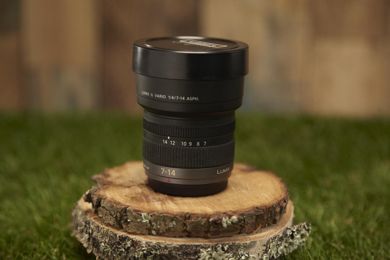 Lumix 7-14mm MFT-Mount   Zoom lens F4 CF 0,25m  35mm camera equivalent 14mm to 28mm