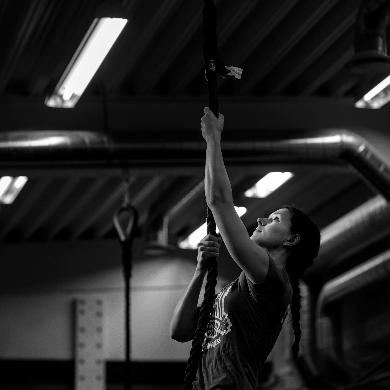PAULINA   Känd som boxens mest motiverande coach och en doer av rang. Ända in i kaklet.  Talar flytande teckenspråk.