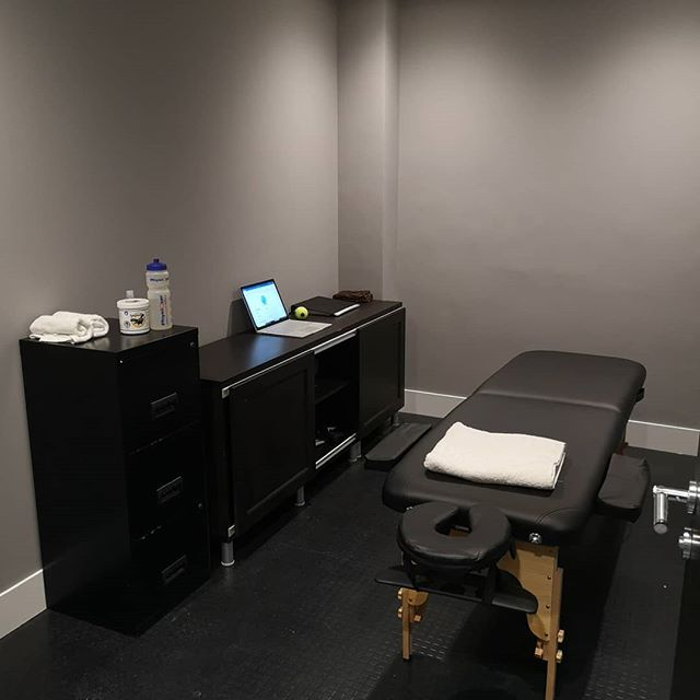 Today's first session with @techniquephysio based in sparkling new @foundryfit  #sportsmassage #softtissuetherapy #gym #fit #recovery #injuryprevention