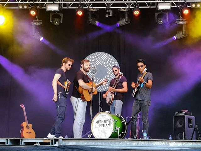 Thank you @heitereopenair!! It was lovely!! 🙌💜🙌 #memoryofanelephant #olten #zofingen #heitere #heitereopenair #heitere2019 #folk #bluegrass #americana #festival #festivalsummer #openair #mandolin #banjo #bigstage #parkbühne #lightshow  @steiner_madlaina @diefantastischenvier_official @kunzmusik @seilerundspeer @thestrumbellas @stiflti @marc_sway @nickmellowmusic