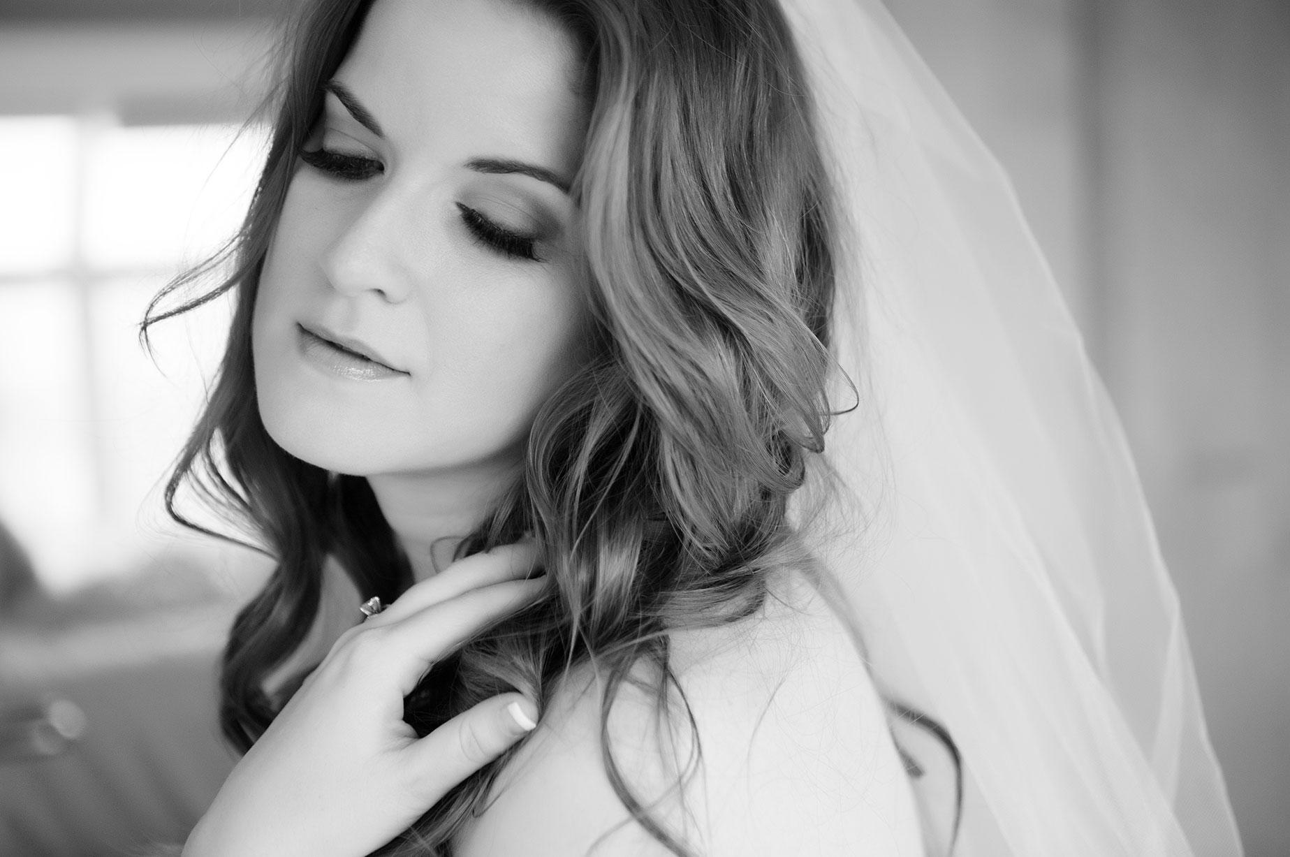 Lavish-Boudoir-bridal-black-white-veil-leslie-cersovski.jpg