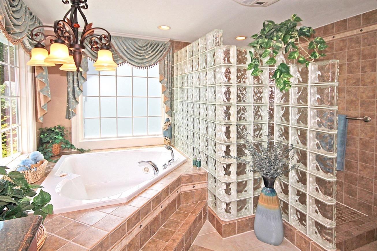masterbathroom1_edit.jpg