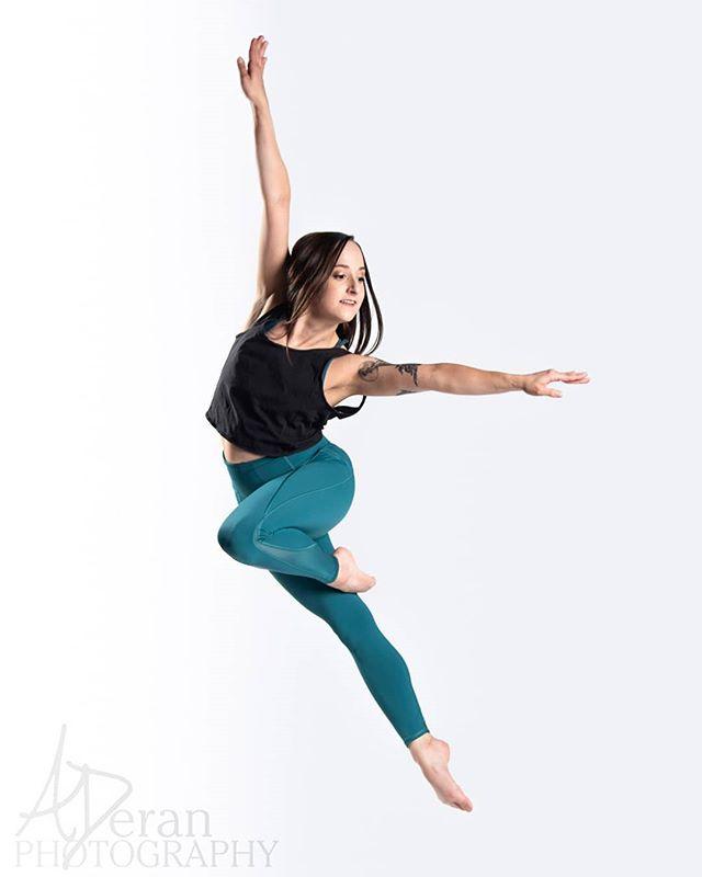 Thank you to everyone at @momentumdance1 for a fantastic Sunday!  #aderanphoto #instaphoto #dancelife #studiolife #nikon📷 #dancephoto #dancemagme #chidance #contemporarydance #artistry