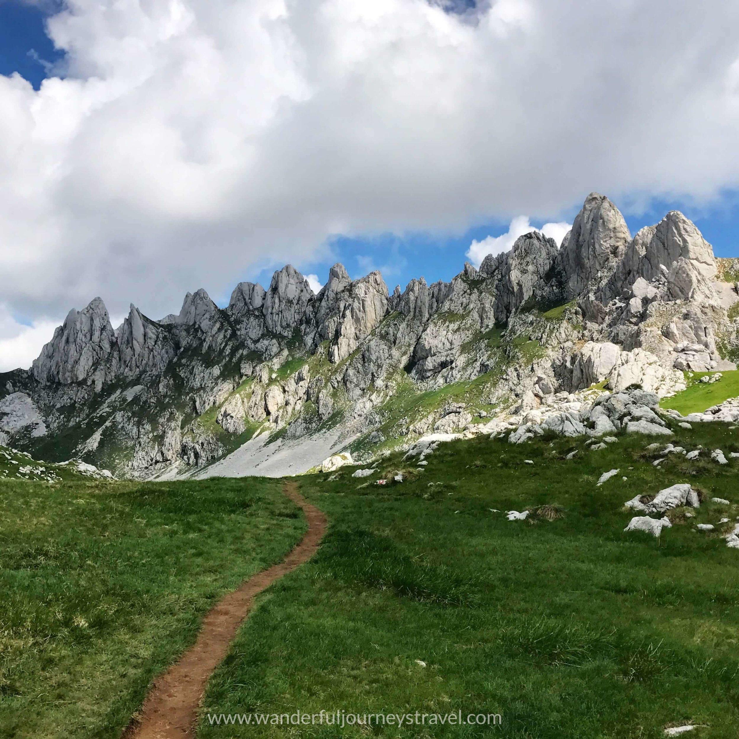 Bobotov-kuk-hike-durmitor-montenegro-mountain-trail-view.JPG