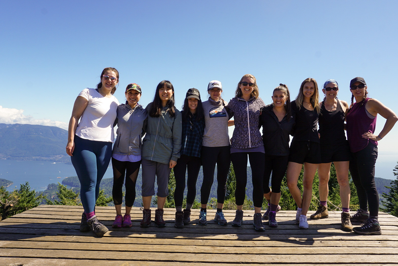 Group of womxn hikers at the top of Mount Gardner