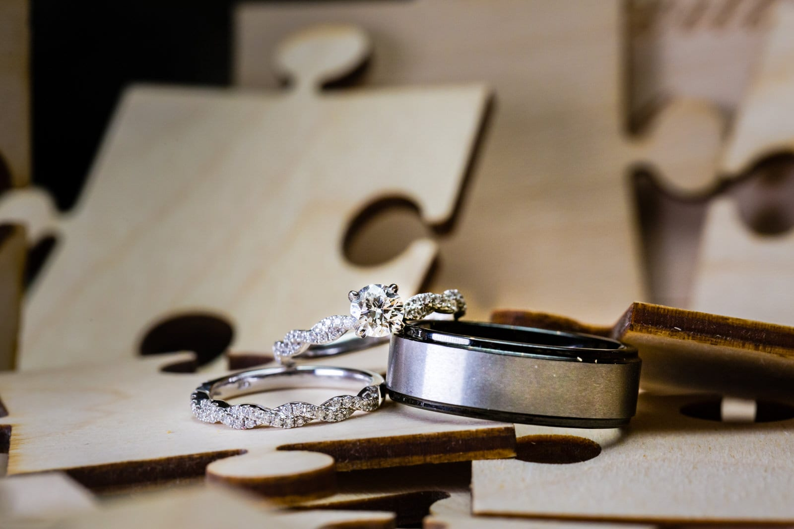 Hawaii-Wedding-Photographer-Ring-Details-Engagement-Ring-Off-camera-flash-macro-10.jpg