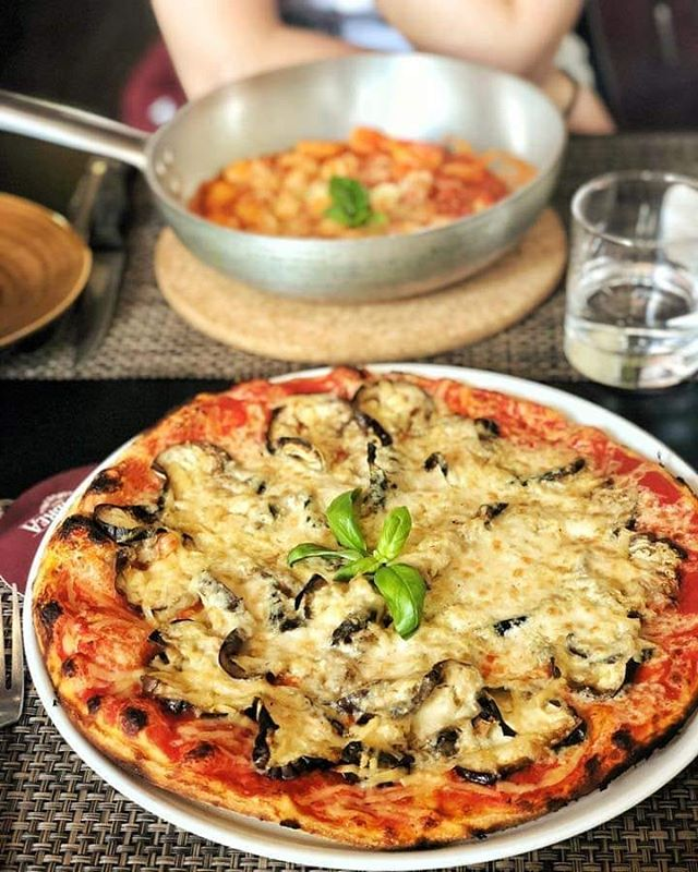 #nofilter needed to this amazing photos by @mividaencolorverde 😍 thank you so much for sharing - the best memory ☺  #vegetarian #vegan #veganfood #vegetarianfood #veganbreakfast #vegans #veggie #veggies #pizza #pizzatime #pizzalover #edinburgh #vegano #vegetariano #veganfoodlovers #foodporn #food #foodphotography #foodie