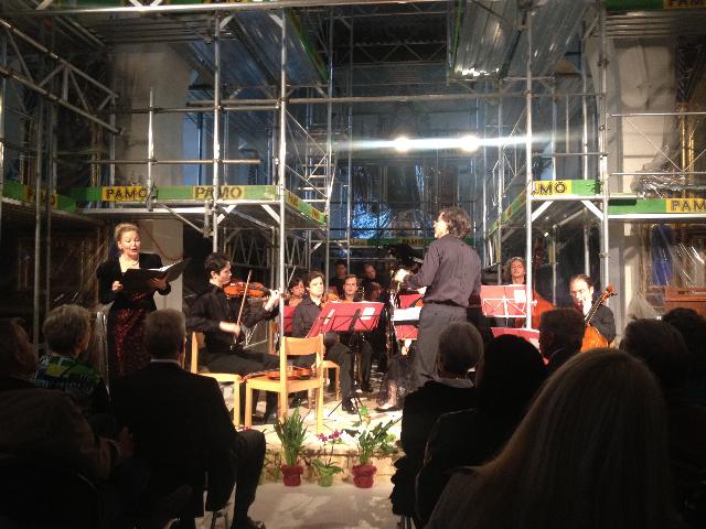 2012 Mahler 4. Sinf. in der Kirche mit Gerüst.jpg