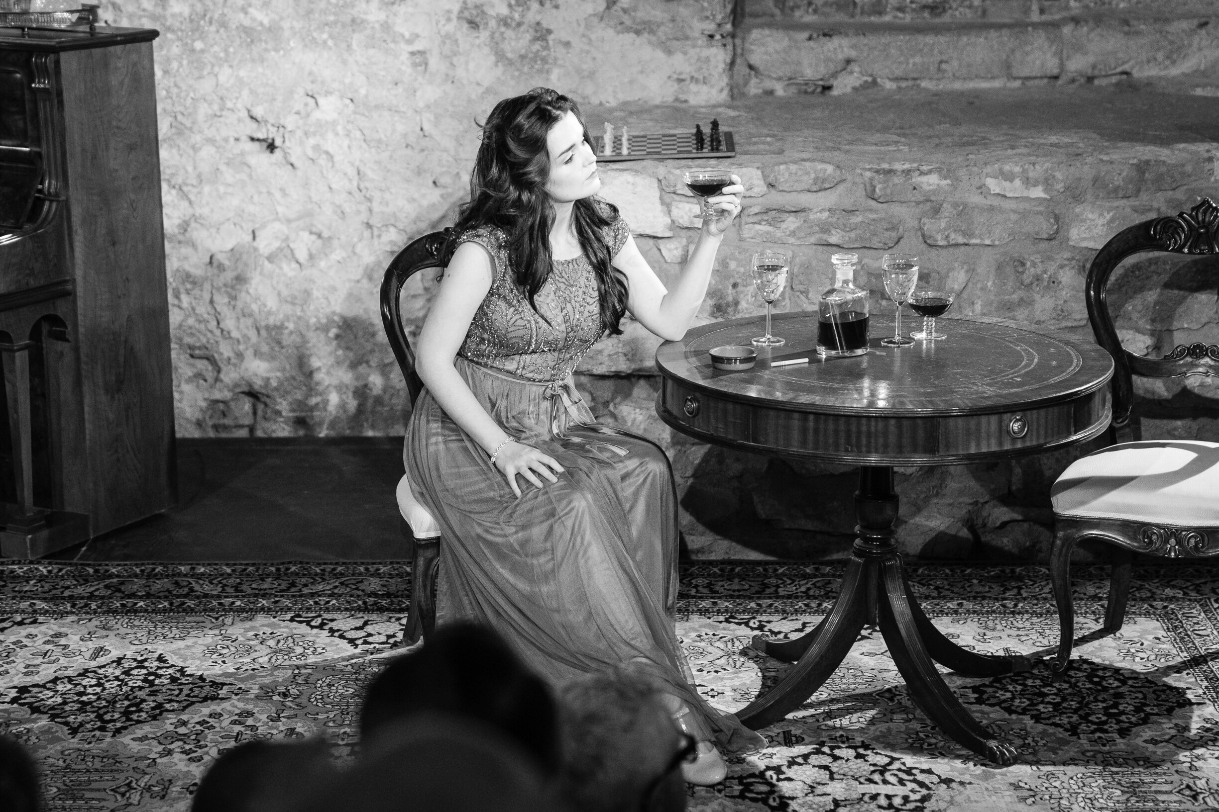 Maria col vino b&n Kopie.jpg