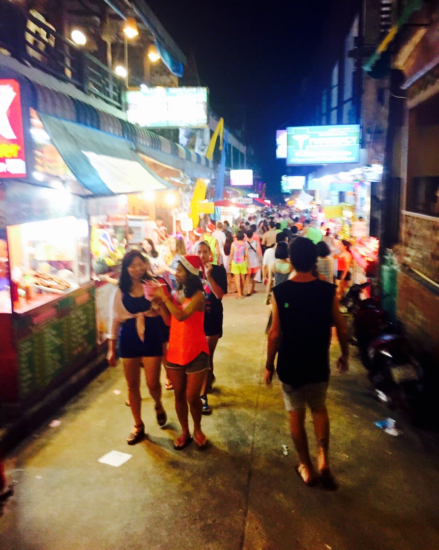 on christmas morning we said goodbye to khao san road and MADE our way to koH phangan — home of the infamous full moon party. -
